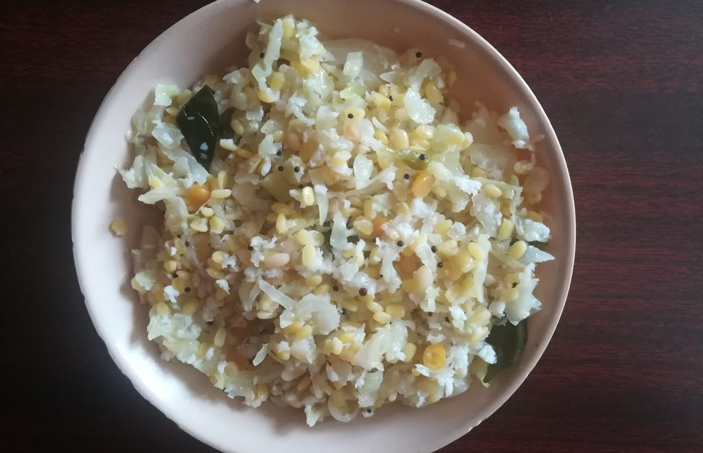 how to make cabbage moong dal poriyal, Muttaikose pasi paruppu poriyal